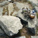Квасок после трудов, на камнях старого фундамента.